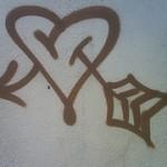 Graffiti von Herz mit Pfeil